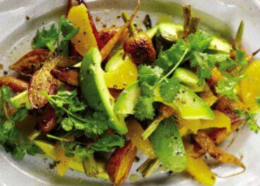 Salată de avocado, valeriană şi portocală